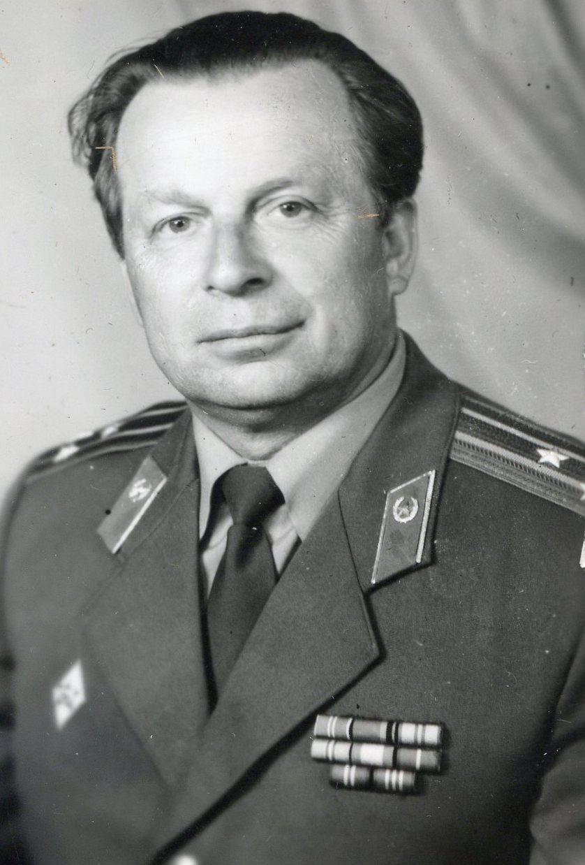 книга справочник для поступающих в вузы ленинграда 1980